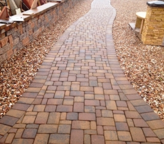 walkway-with-native-blend-pavers